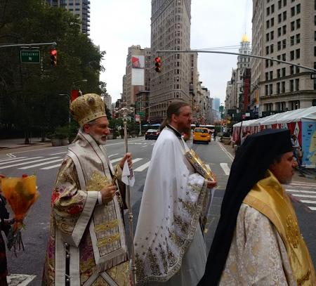 His Grace Irinej and St. Vladimir's Dean Archpriest John Behr in procession to St. Sava Cathedral, NYC (photo: Adn. Joseph Matusiak)