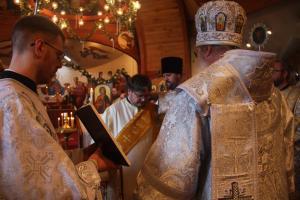 Metropolitan Tikhon elevates Dn. Gregory Hatrak to the rank of Protodeacon (photo: Alexandru Popovici)